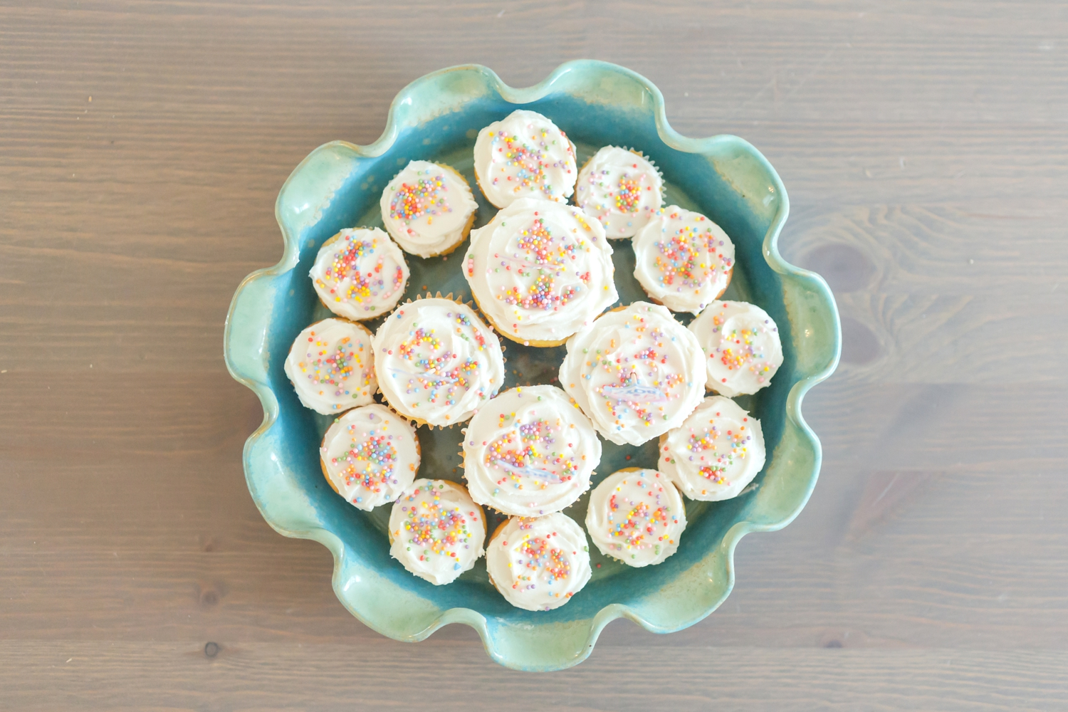 Yummy reveal cupcakes!!