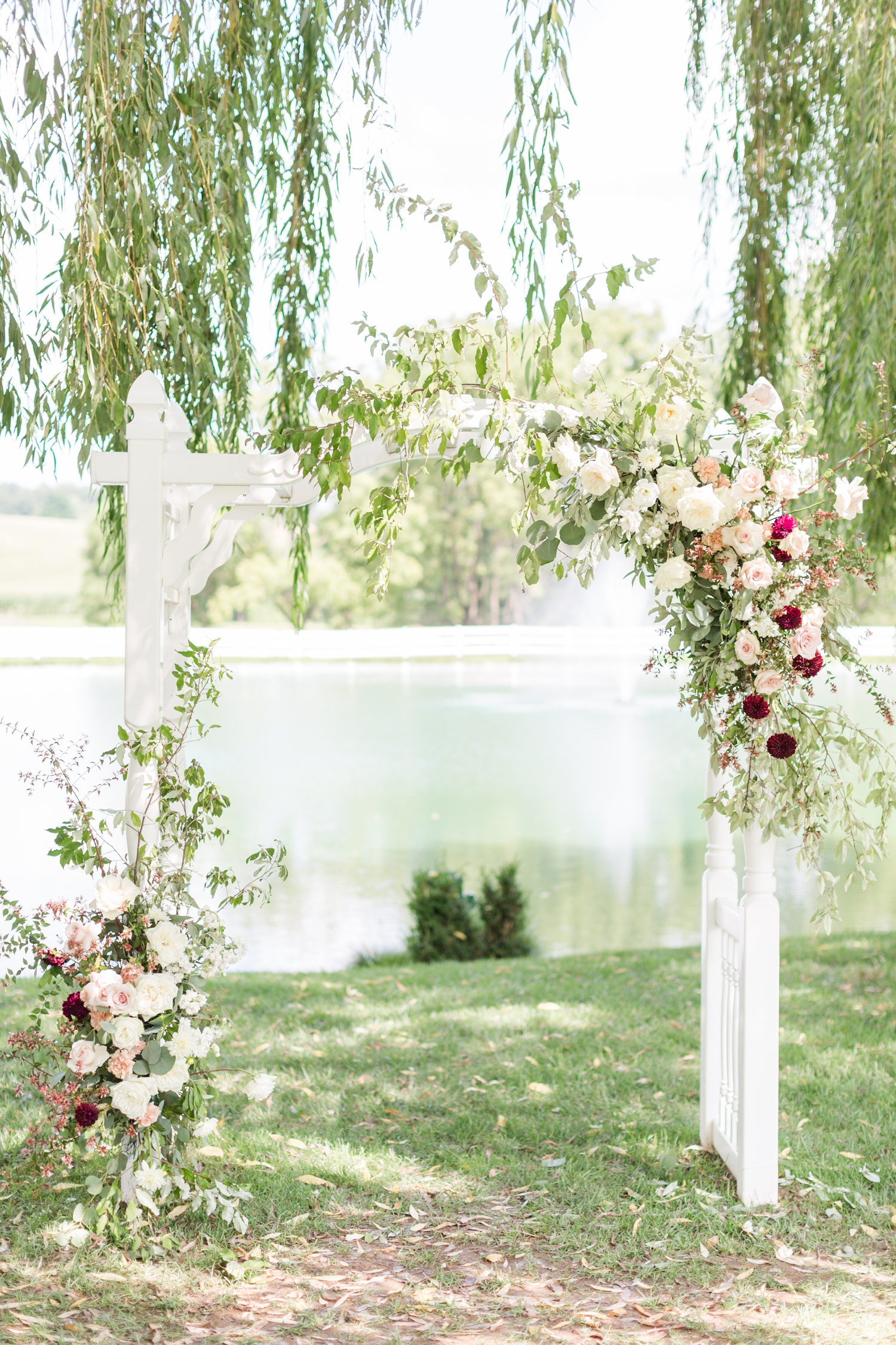Such a gorgeous floral arch by   Steelcut Flower Co.  !!