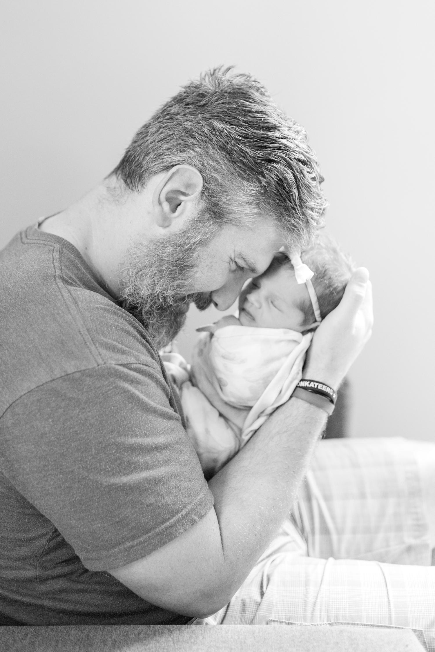 Berkstresser Newborn-76_Baltimore-Newborn-Photography-Maryland-newborn-family-photographer-anna-grace-photography-photo.jpg