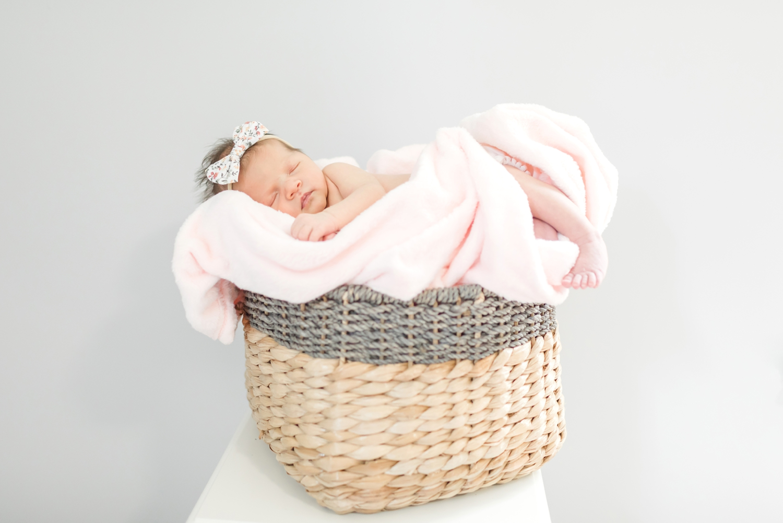 Berkstresser Newborn-110_Baltimore-Newborn-Photography-Maryland-newborn-family-photographer-anna-grace-photography-photo.jpg