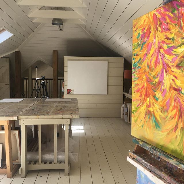 Blank canvas. Commission 120 x 100cm ready to start when I return to my studio fully refreshed. . . . . . . #mystudio #studiolight  #passioncolourjoy #colourfulartwork #intuitiveartwork #passioncolorjoy #modernpainting #brendaharrisart #irishpainter #irishart #irishartist #contemporaryartist #interiordesigninspo #interiordesignideas #colourfulpainting  #summercolour #summerart  #ihavethisthingwithcolour #colourventures  #acrylicpainting #artvision #paintingprocess