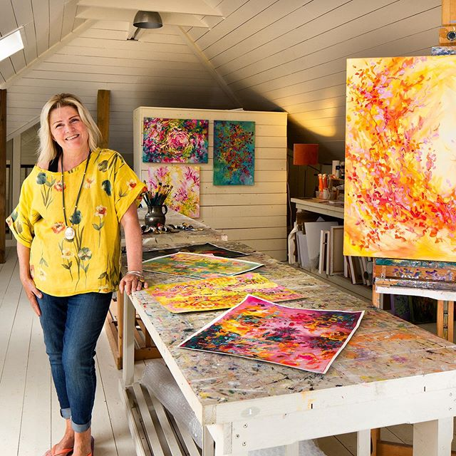 Posing in my studio at a recently photo shoot for photographer #tonygavin . . . . . . #photoshooter #irishartist #summerpaintings #summerart #artstudiolife #mystudio #irishartists #acrylicpaintings #ontheeasel #contemporyartist #dressedinyellow #yelloptop #linentop