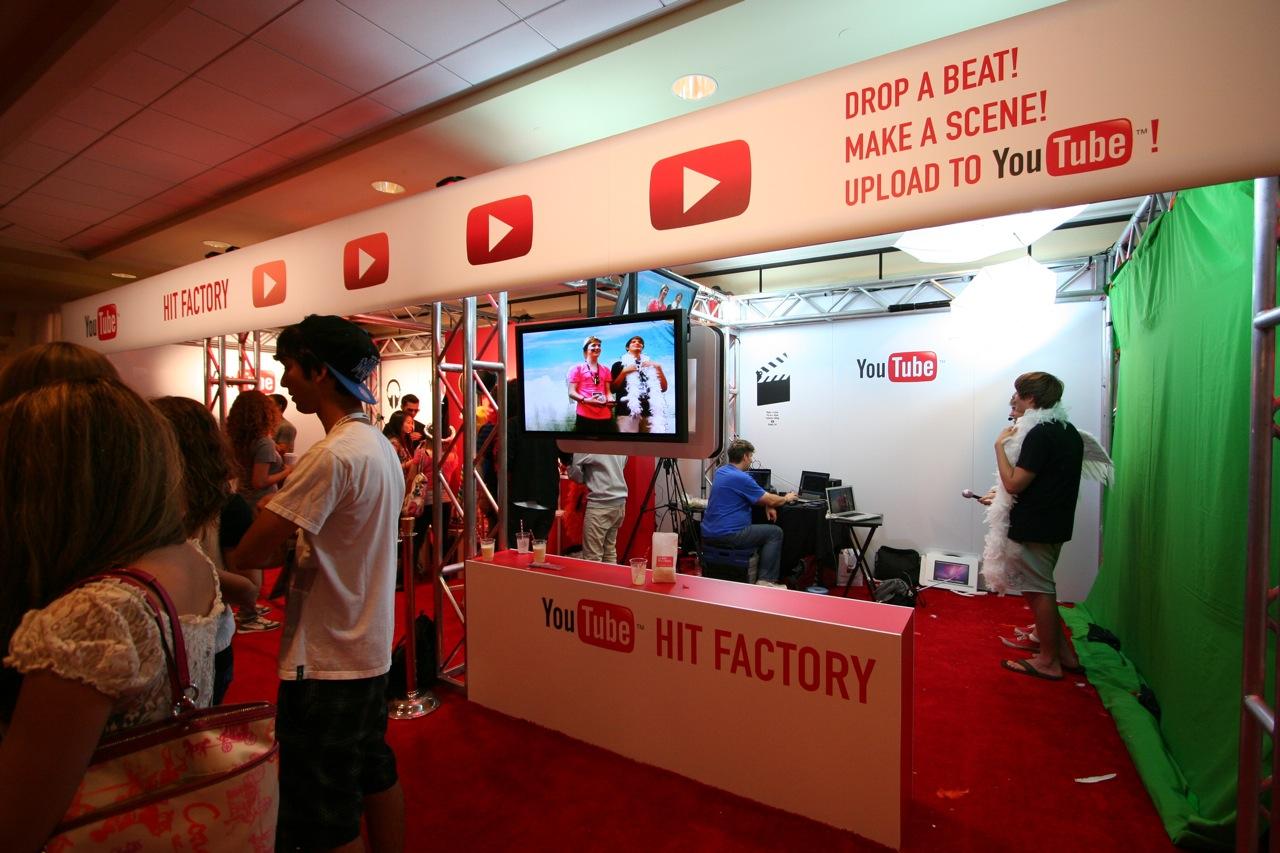 YouTube_VidCon'11_PLAY Room - 093.jpg