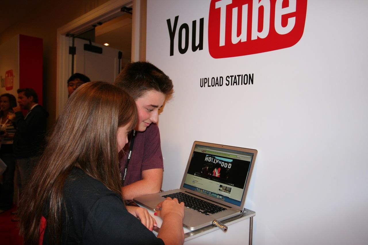 YouTube_VidCon'11_PLAY Room - 094.jpg