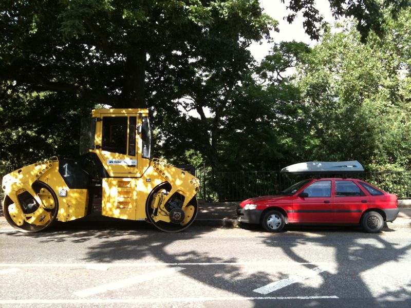 This was the scene outside my house this morning.    There was something very appealing about the car with its roof box parked up next to the steam roller…