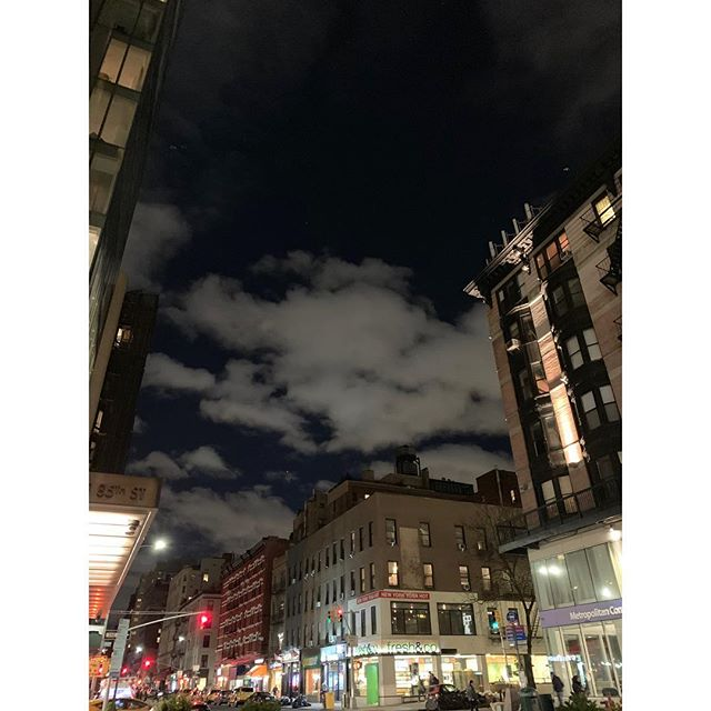 ☁️ 🌃 Don't forget to stop and see  #citysky #clouds #nyc #uppereastside #gratitude #stopandsmelltheroses