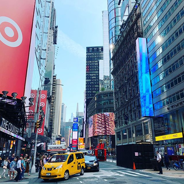 """This morning I had to run an errand, that happened to be in what some people call """"the armpit"""" of #NYC - Times Square. Normally I would dread having to trudge through the crowds with bright billboards screaming in my face. However, I decided to take advice from @ellesbet_koch and approach my walk with #lovingkindness. I absorbed my surroundings in a way that I never do, by noticing the little moments of humanity in this city that I love, rather than walk along consumed by my thoughts. During my journey, I stumbled upon the cutest matcha shop @chachamatcha and took the time to stop at the taco truck I had heard was amazing (it was!) @kingdavidtacos When you put #lovingkindness into the world, you get it back. Join the @unlikelycollaborators #lovingkindnesschallenge!#elizabethkoch #unlikelycollaborators"""