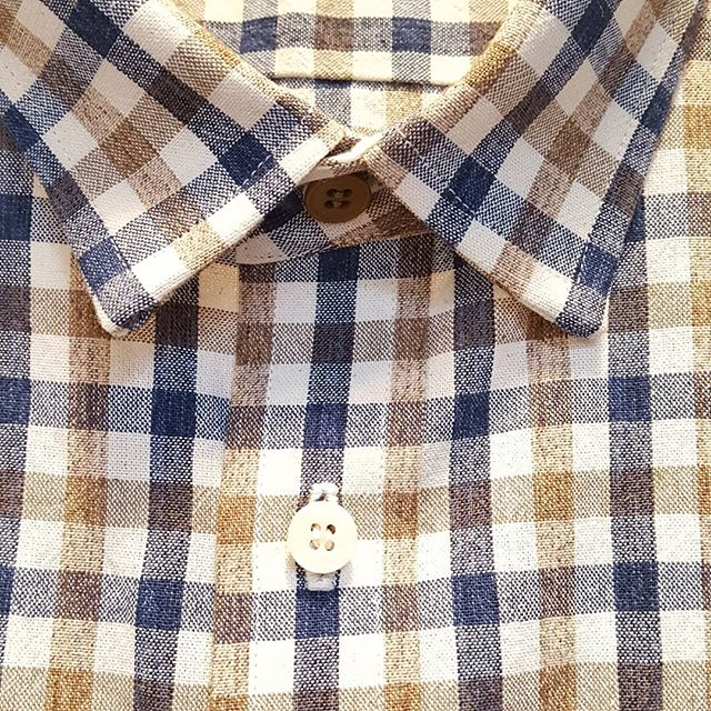 The contrasting brown button at the neck is a small style detail from this recent custom short-sleeve shirt. We keep white, black, and brown corozo buttons in stock, in multiple sizes and shapes. While corozo buttons are more expensive and harder to source than plastic, they are more than worth it to us. They are part of our conscious effort to replace plastics with natural materials wherever we can. And they look and feel beautiful.