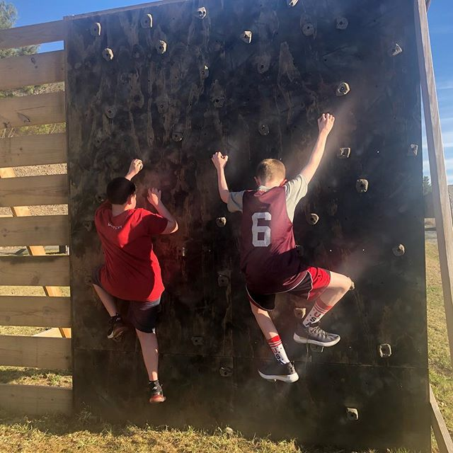 Great night to be outside!! ☀️ Our CrossFit Teens Fitness was challenged tonight outdoors on Bear Crawl Park at Fitness Concepts! 💪🏻 We even got to share a healthy snack together ...some yummy no bake energy Bites! 👌  I'm glad you guys liked my school nutrition project. 😂😉 🍎 ~Coach Kayla  #growingupstrong