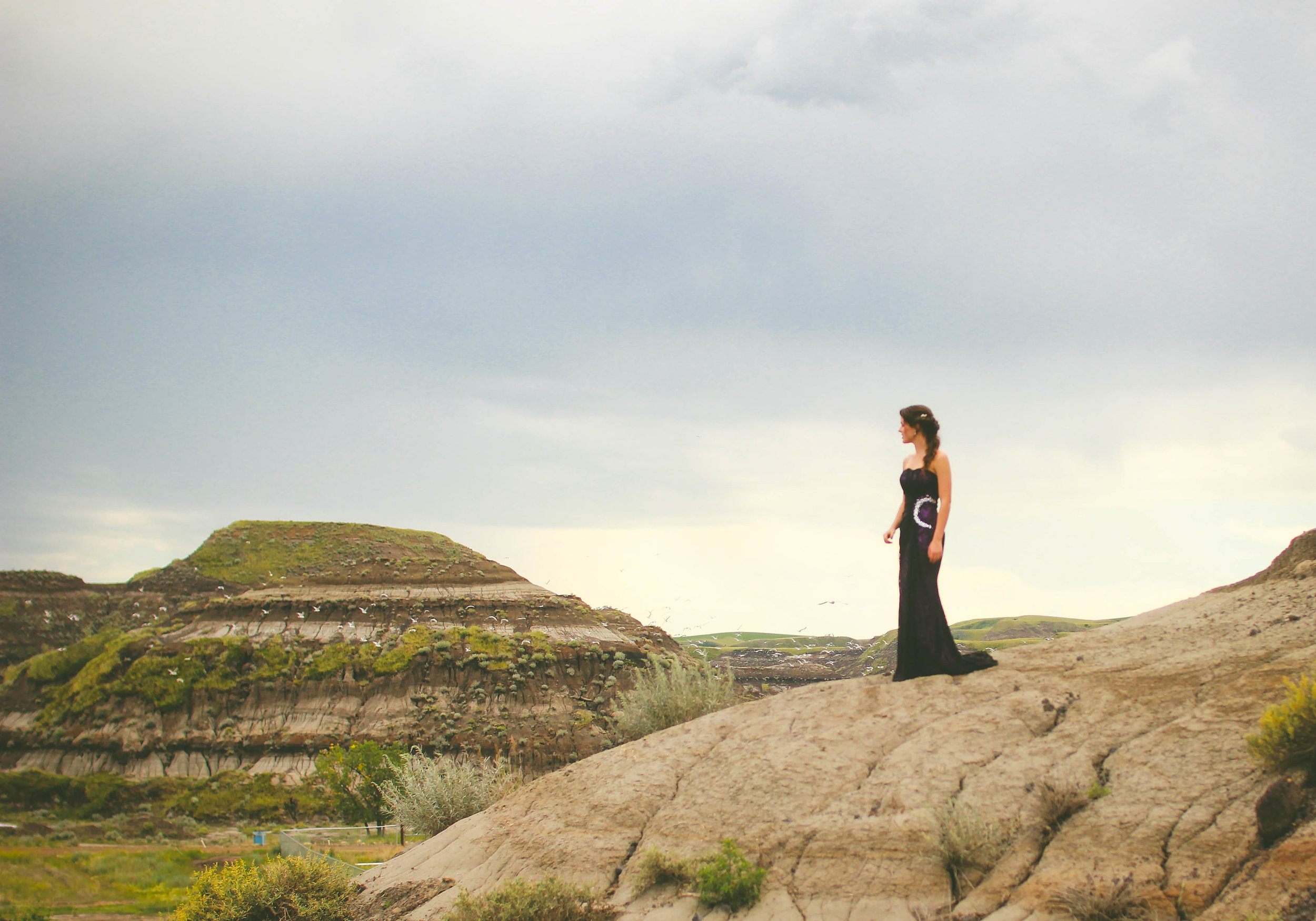 I had the special opportunity to have my grad photos taken in the badlands of Drumheller- a beautiful desert canyon just a quick drive away from my town.