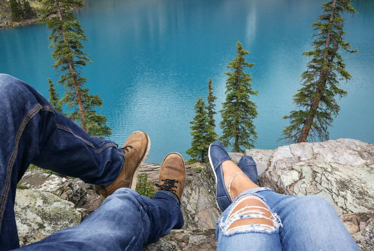 The water of Moraine Lake is so brilliant blue, that many tourists believe that the lake is drained and the bottom painted blue every year! In reality, the blue colour of these glacial lakes is produced by minerals and microscopic particles of rock from the mountains.