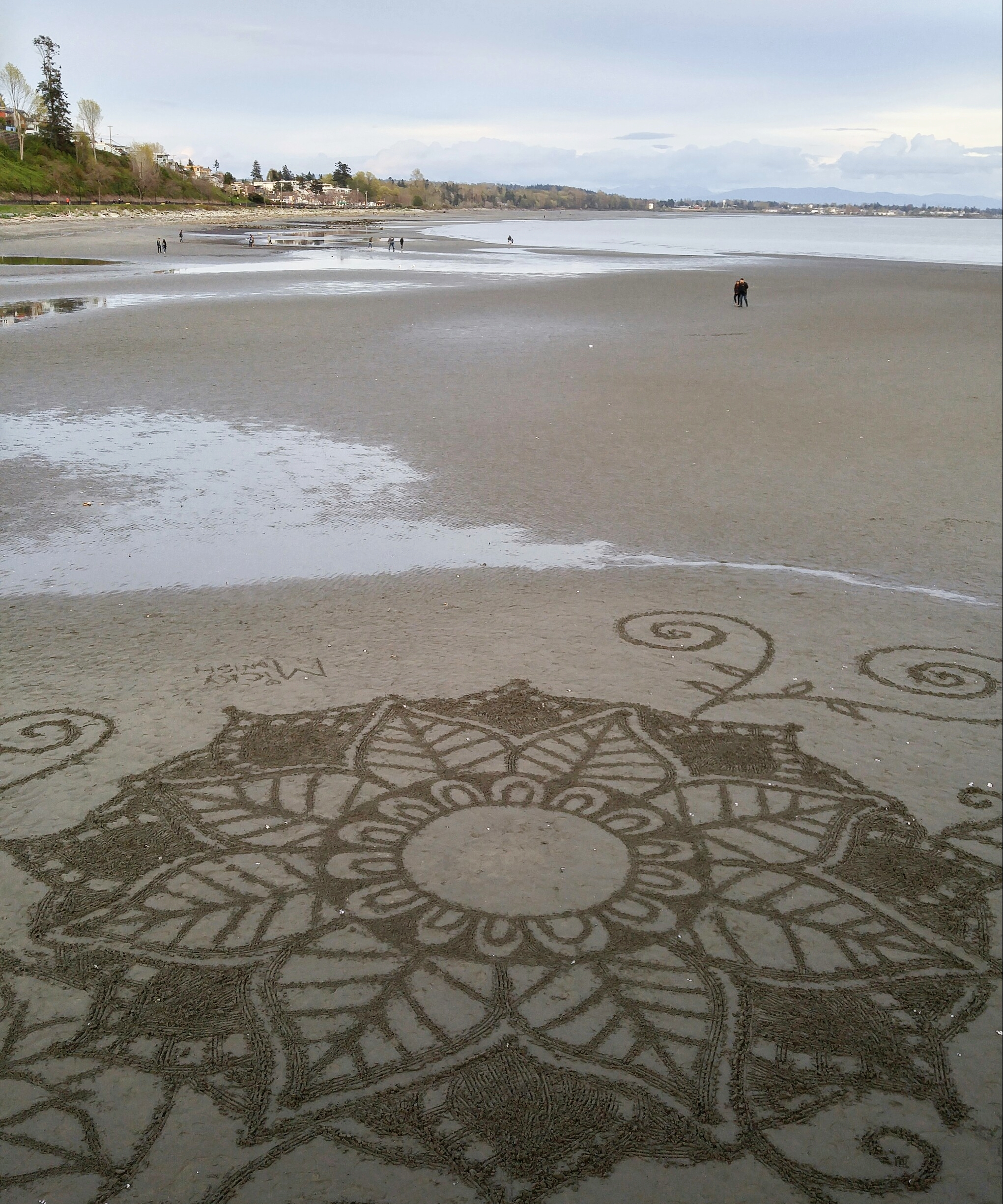 #Pierdoodles. These wonderful designs appear anonymously at low tide, and are erased when the tide comes back in. Talk about an inexpensive reusable canvas!