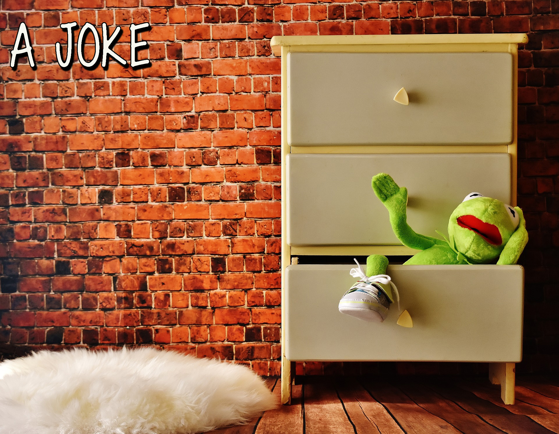 cabinet-2012944_1920.jpg