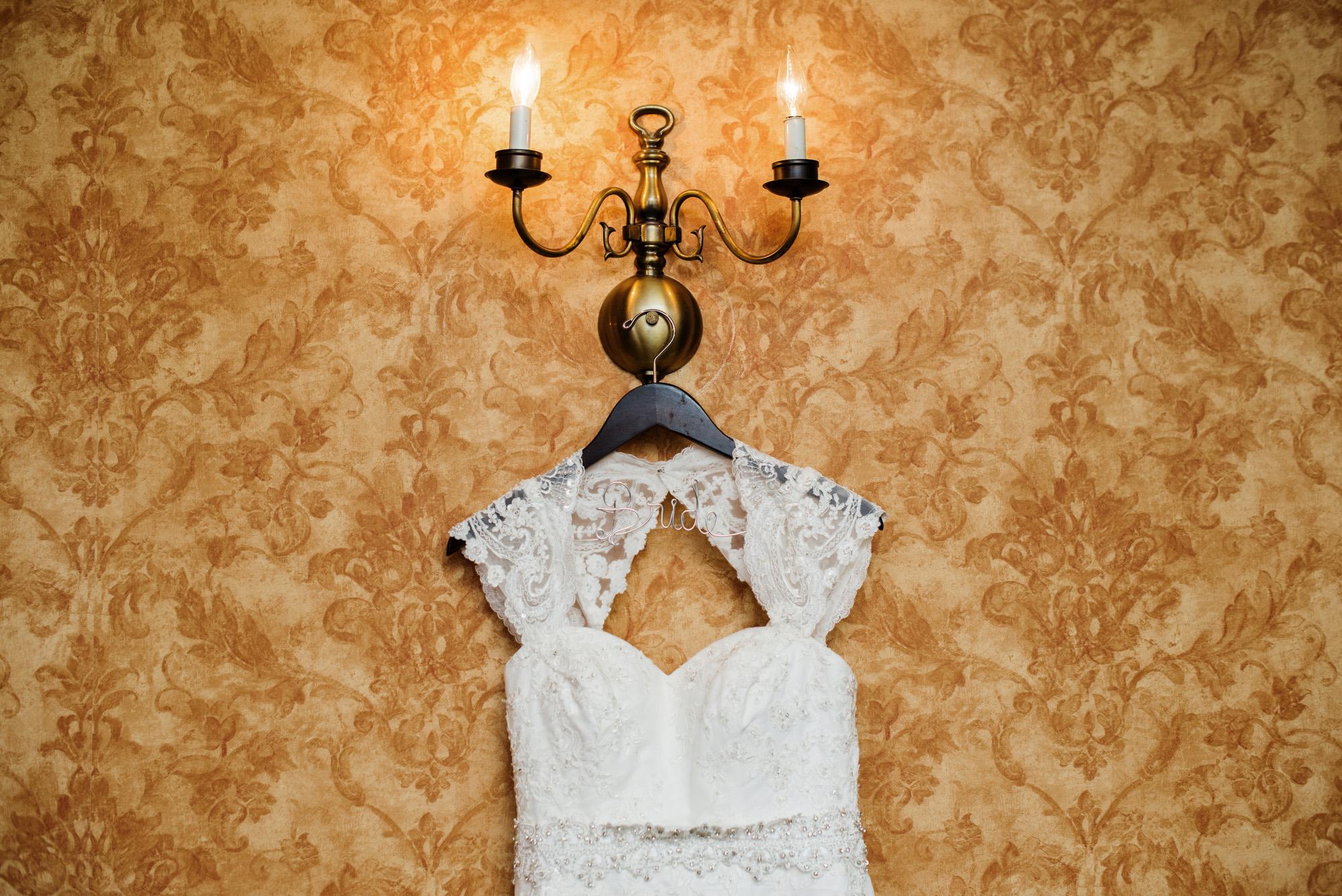 Ryan Jennifer s Wedding-Jennifer gets ready-0039.jpg