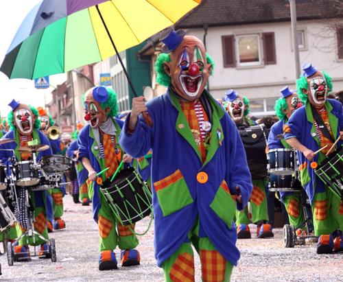 fasnachtsbekleidung-karnevalbekleidung-mass-sonderanfertigung-massgeschneidert-atelierkartal-schneiderei-meinschneider-schweiz-textil-leder-aenderungsatelier