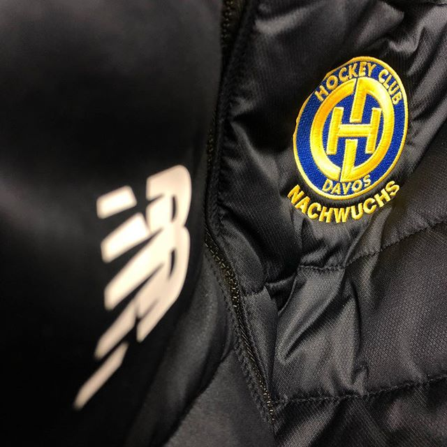 service. #icehockey #hcd #atelierkartal _ #newbalance #sport #sportwear #training #wear #athletics #hcdavos #swisshockey #fit #sports #hockey #swiss #schweiz #switzerland #swissblogger