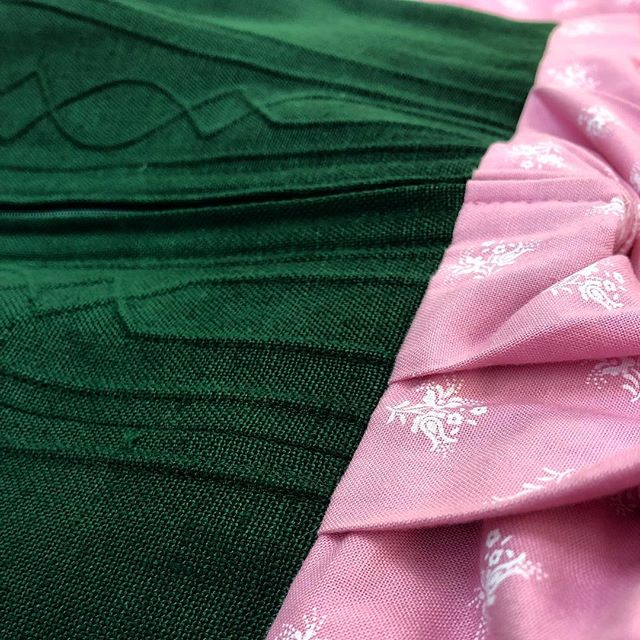 landhausmode. link in bio zum service! #tracht #mode #atelierkartal _ #trachten #bauernhof #womenswear #womens #fashion #womensfashion #dress #sew #nähen #schneiderei #schweiz #switzerland #swissblogger #photooftheday #dirndl #style #clothes #lifestyle