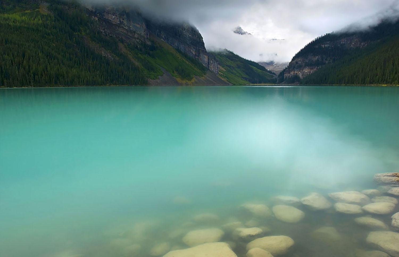 lake_louis copy.jpg