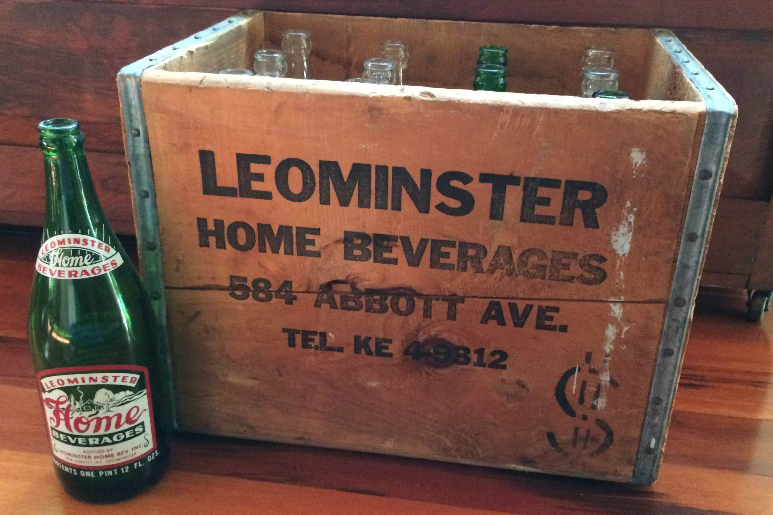 A rare find for me! A wooden soda crate with 12 original bottles and its original cardboard divider.
