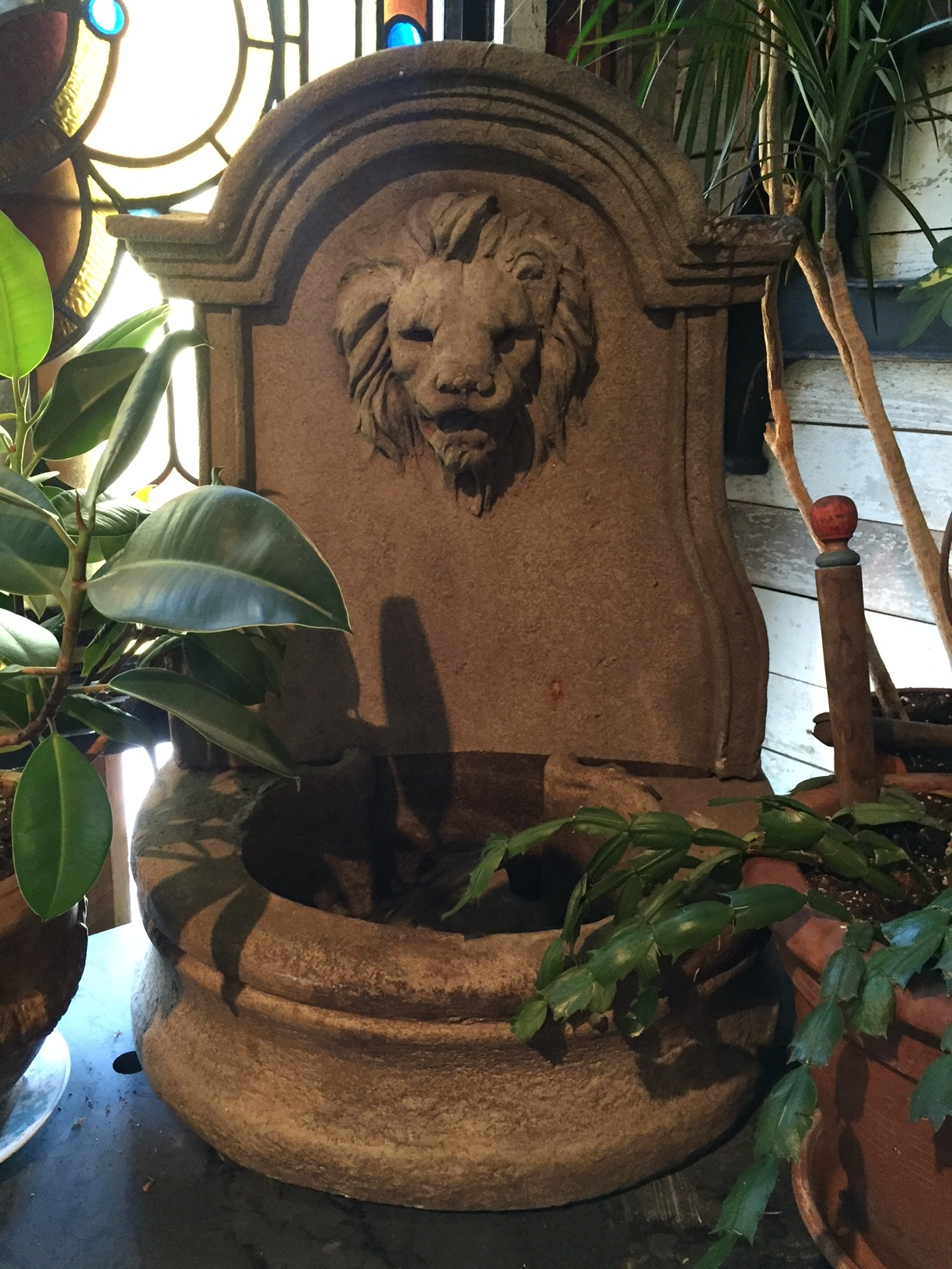 Classic Cast Stone Lion Fountain with Basin