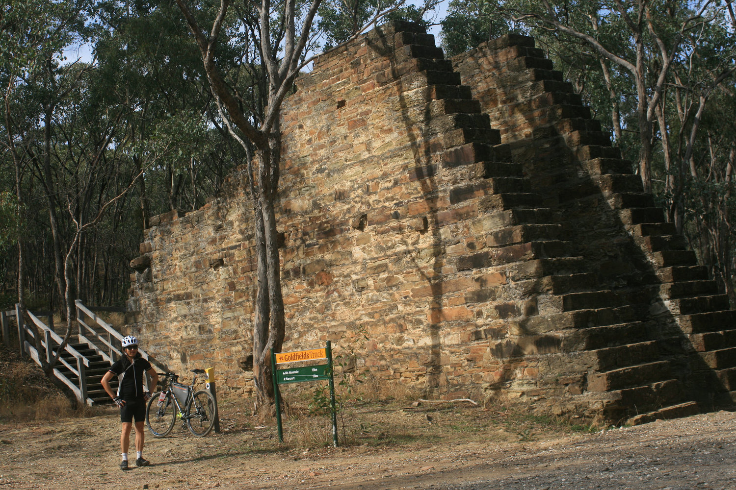 goldfields track castlemaine ruins cycling