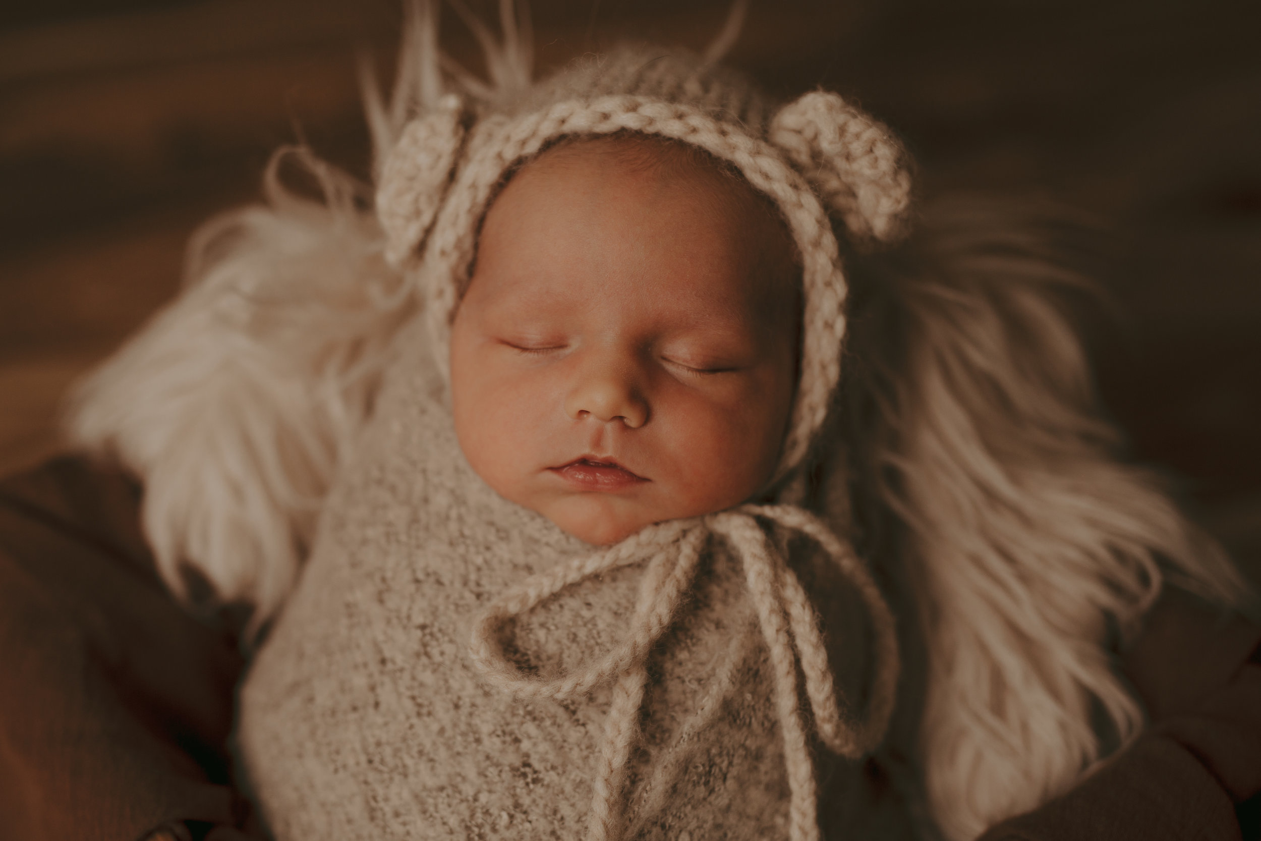 Cochrane Newborn Photographer-4.jpg