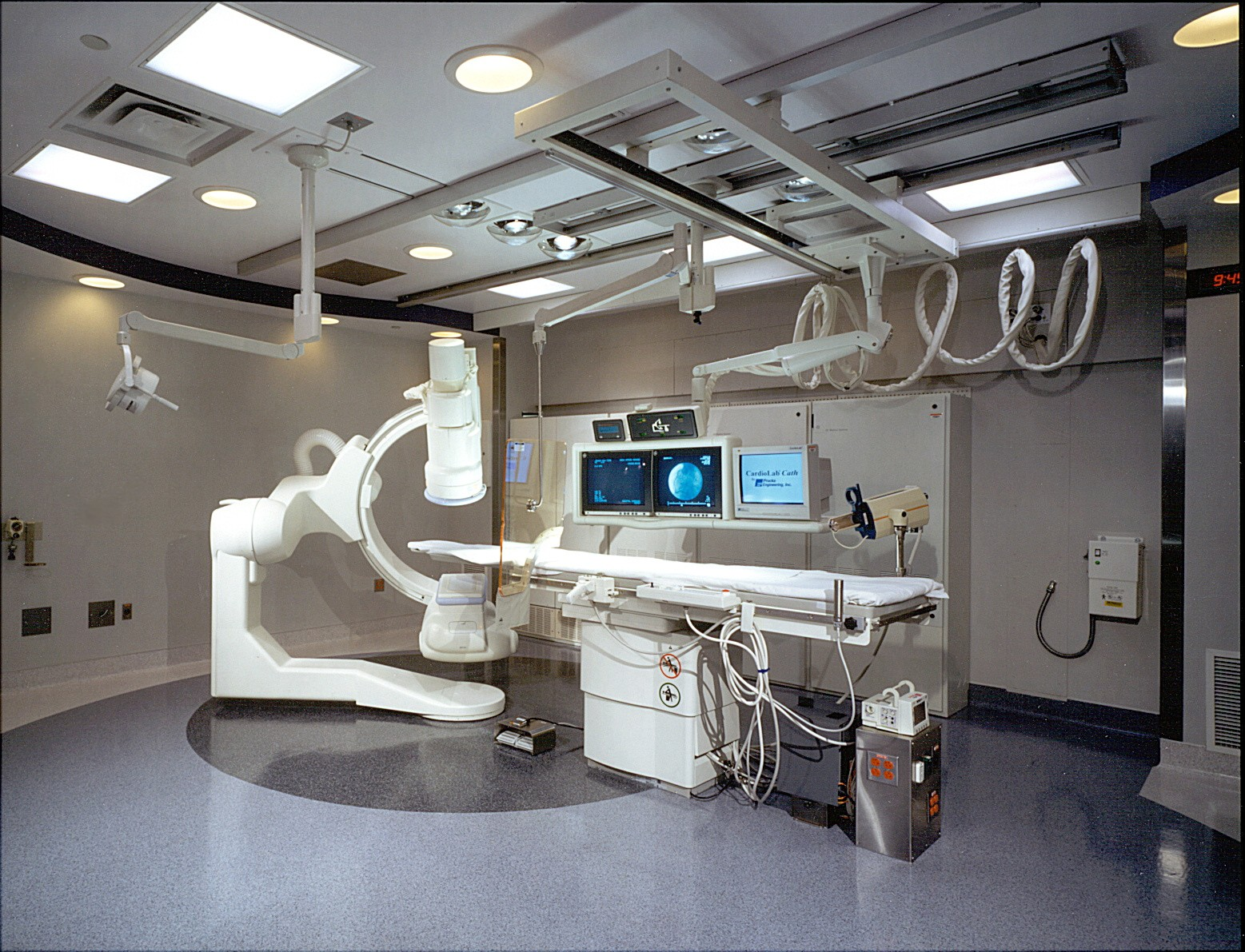 SUMC Cath Lab 3 2000.jpg