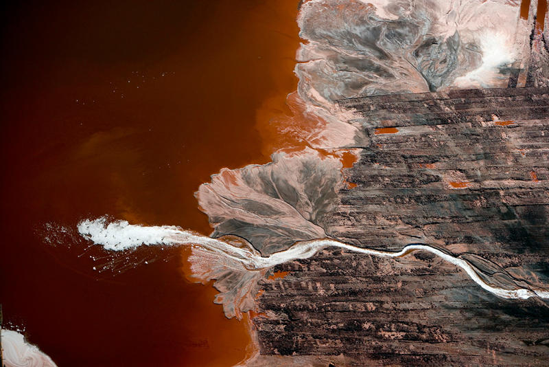 3066743-slide-2-these-photos-show-the-strange-beauty-of-industrial-pollution.jpg