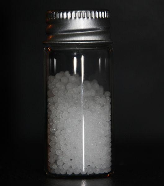 Urea granules. Image by  LHcheM  via  Wikimedia Commons