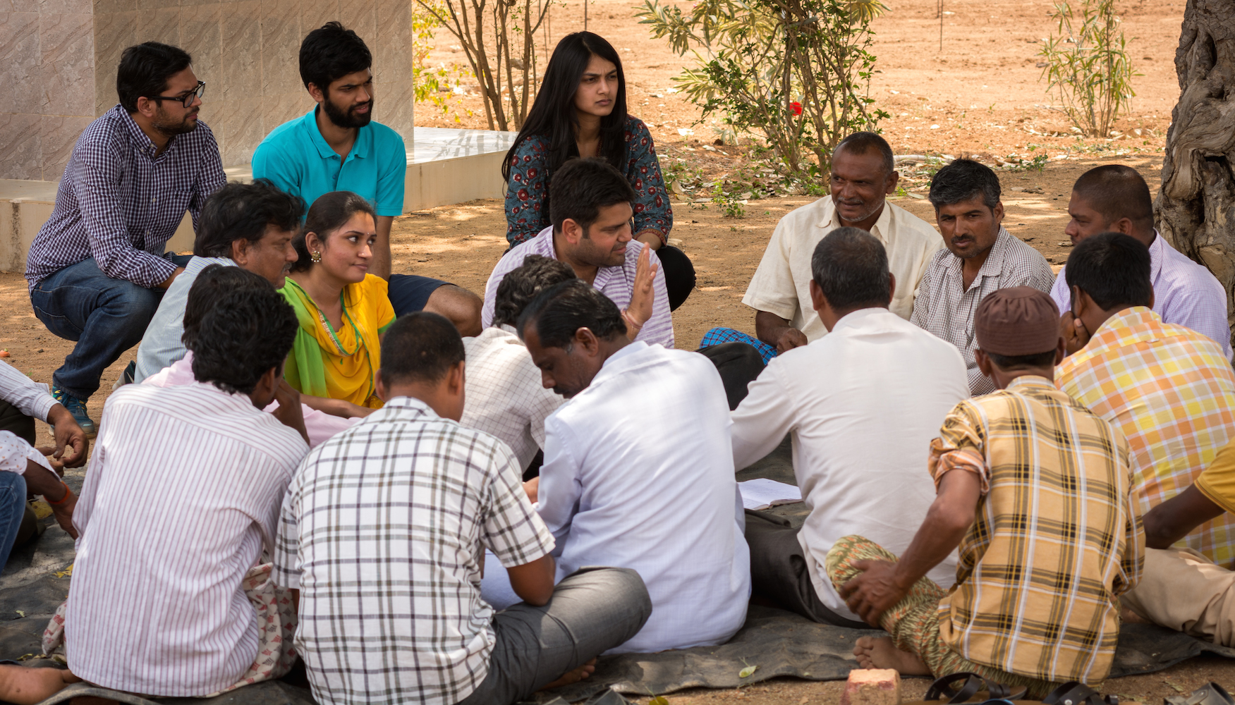 Kheyti staff speaking with Indian farmers. Image courtesy of Kheyti.