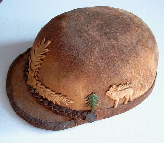Romanian hat made from fomes fomentarius mushrooms. Image by  Brudersohn  via  Wikimedia Common s