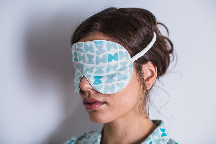 Varanasi-blue-silk-eye-mask-for-sleep.jpg