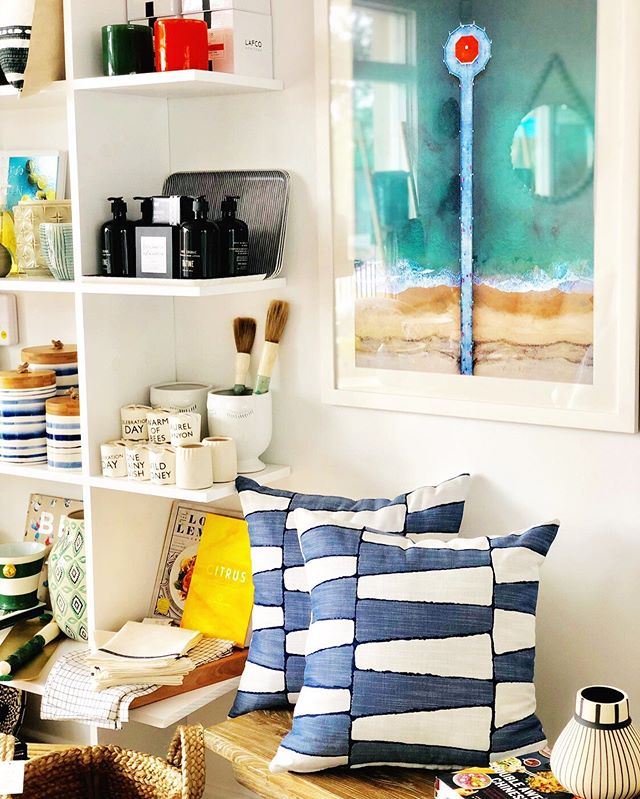 Lots of fun color popping up with all the new arrivals in the shop. Come on by and grab these fab outdoor pillows on Saturday..... I only have 4! . . . #oursouthbay #palosverdes #redondobeach #manhattanbeach #hermosabeach #homedecor #designinspo #interiors