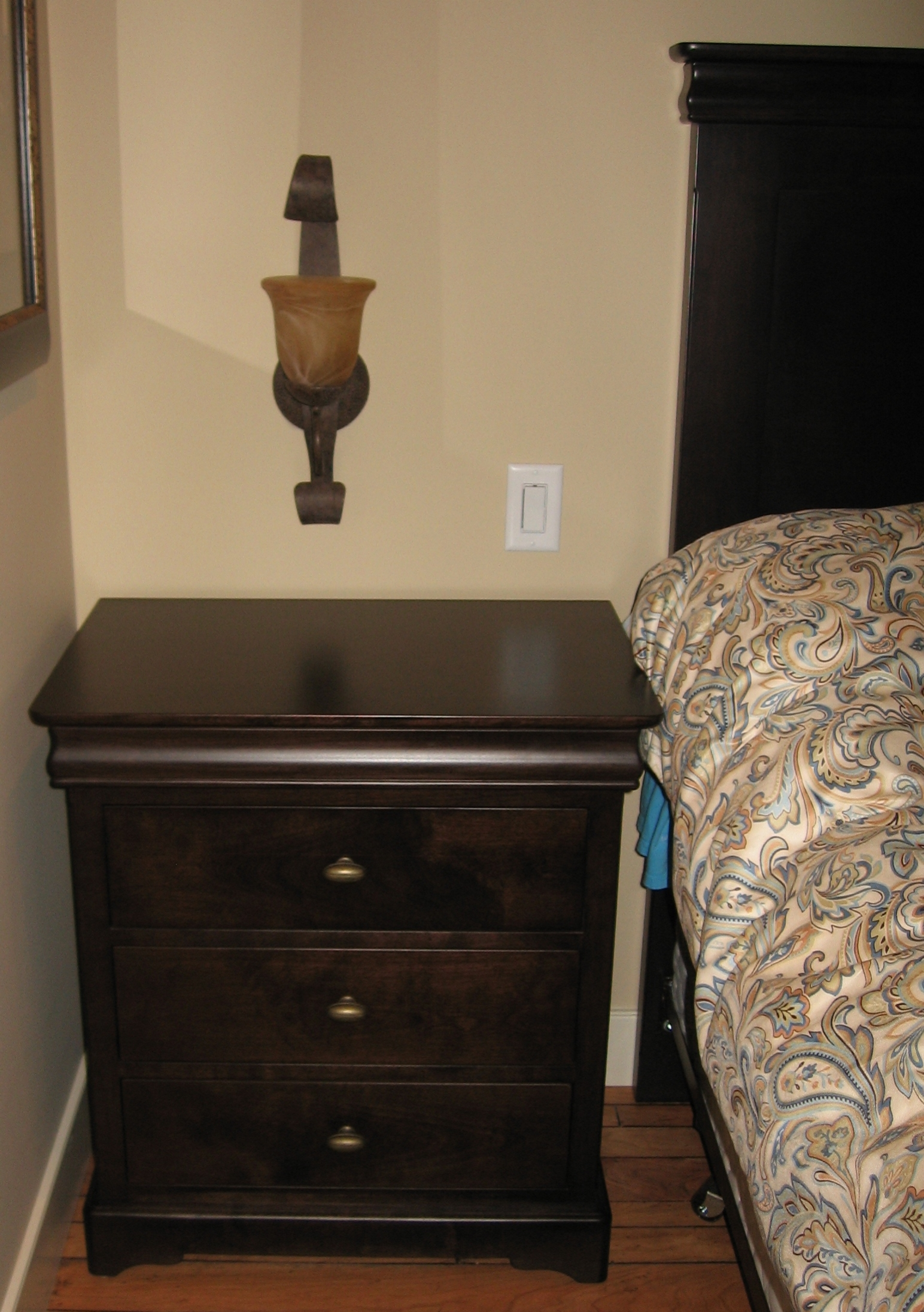 traditional-style-espresso-three-drawer-nightstand.JPG