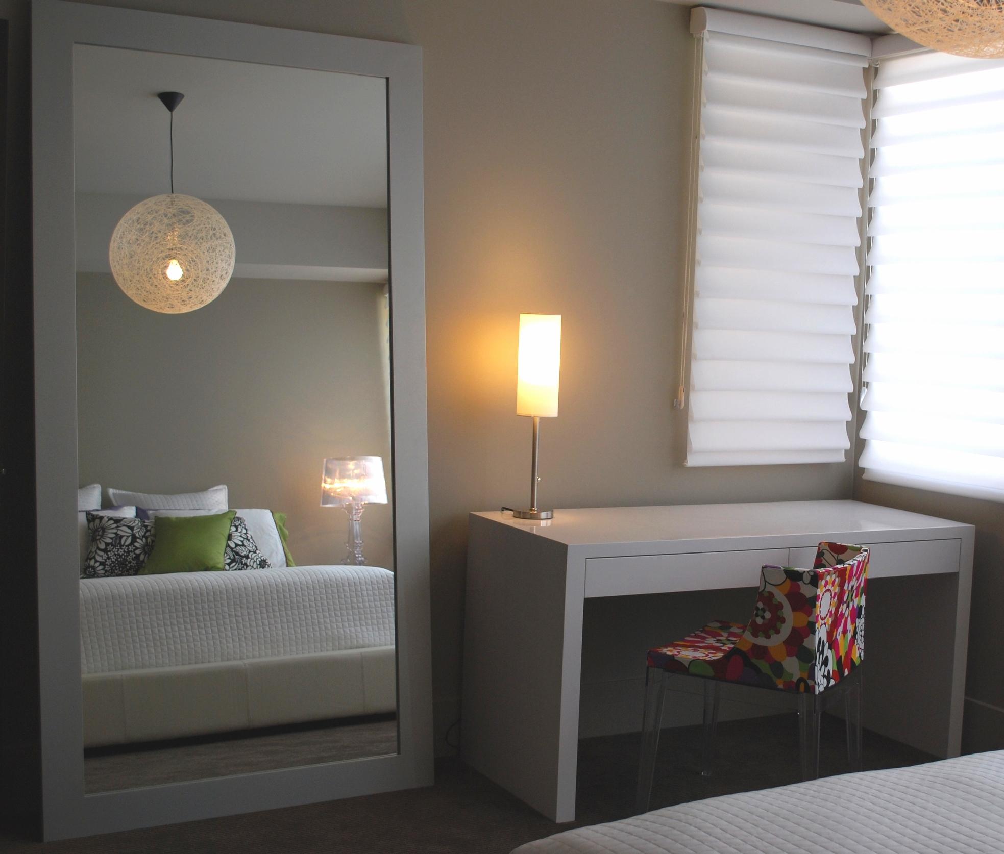 high-gloss-white-simple-desk-design.JPG