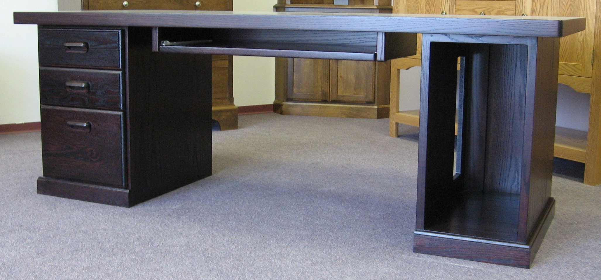 traditional-style-three-drawer-office-desk.JPG