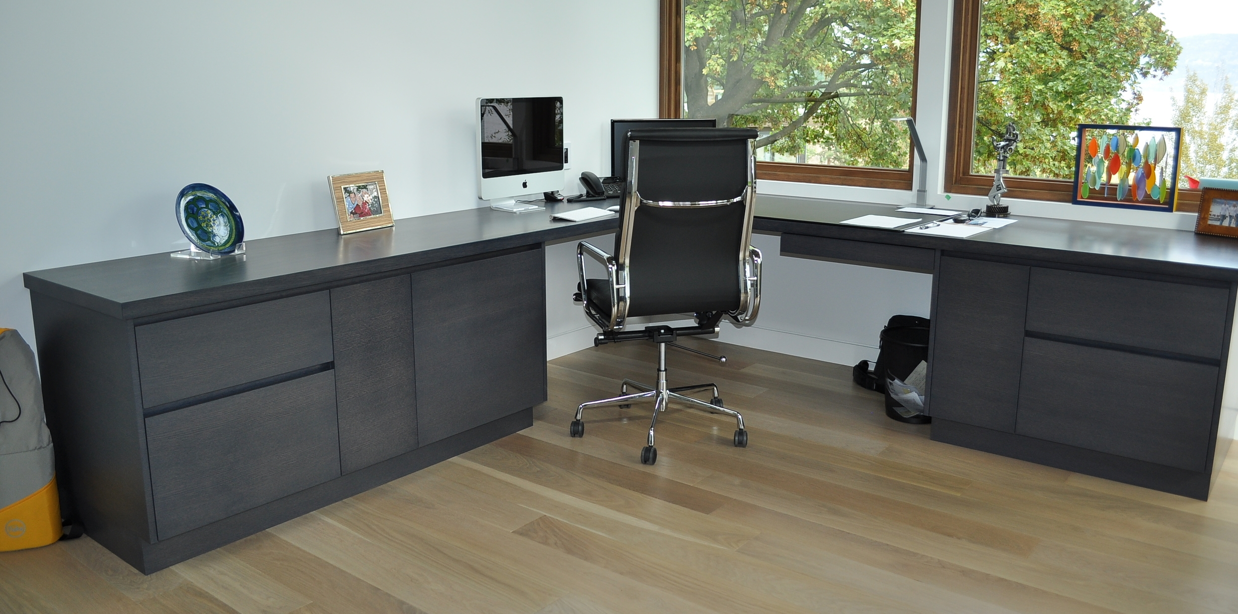 modern-style-l-shaped-office-desk.JPG