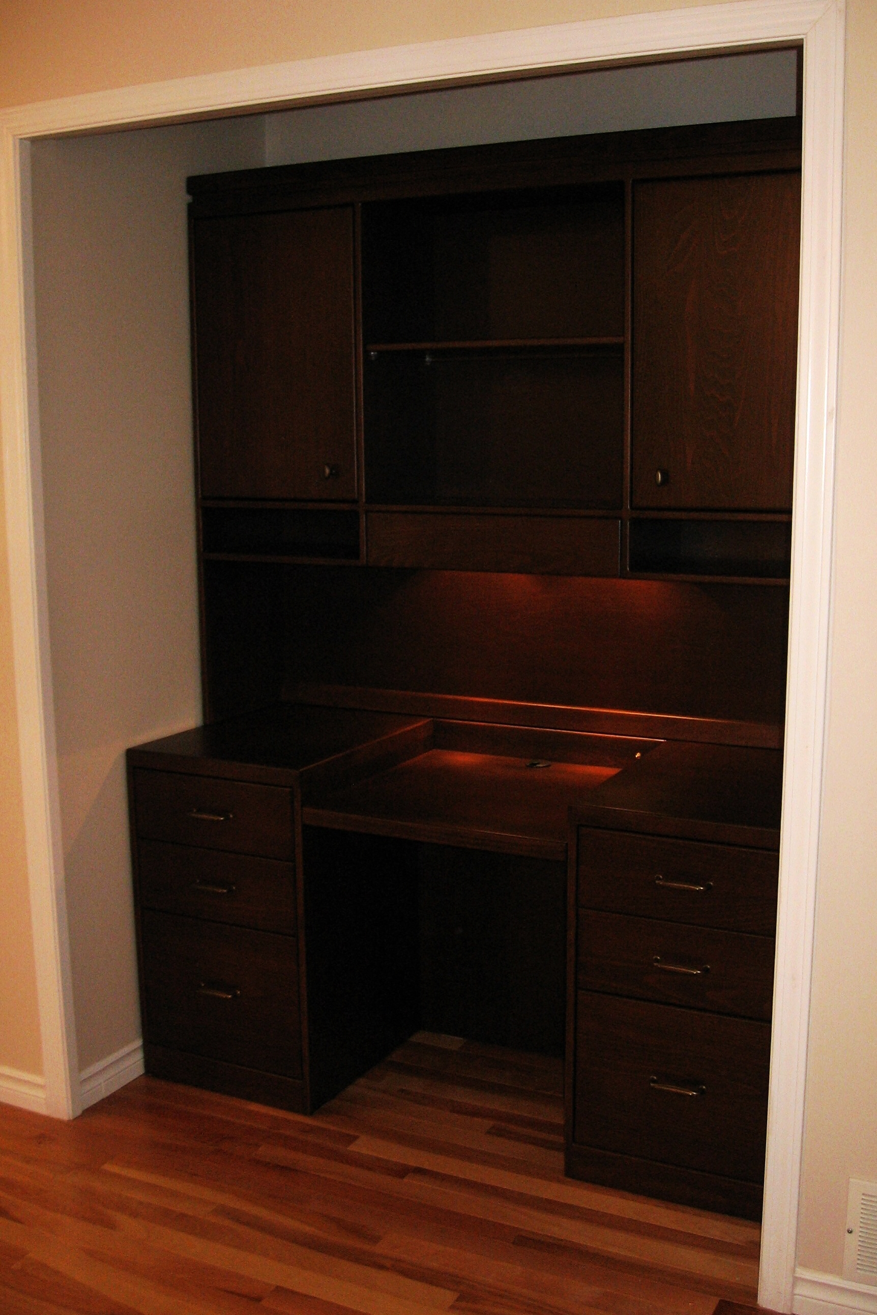 built-in-computer-desk-and-upper-storage-cabinetry.JPG