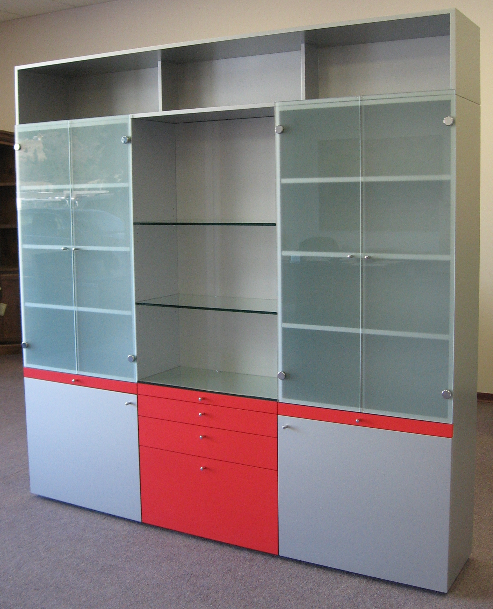 modern-grey-and-red-display-cabinet.JPG