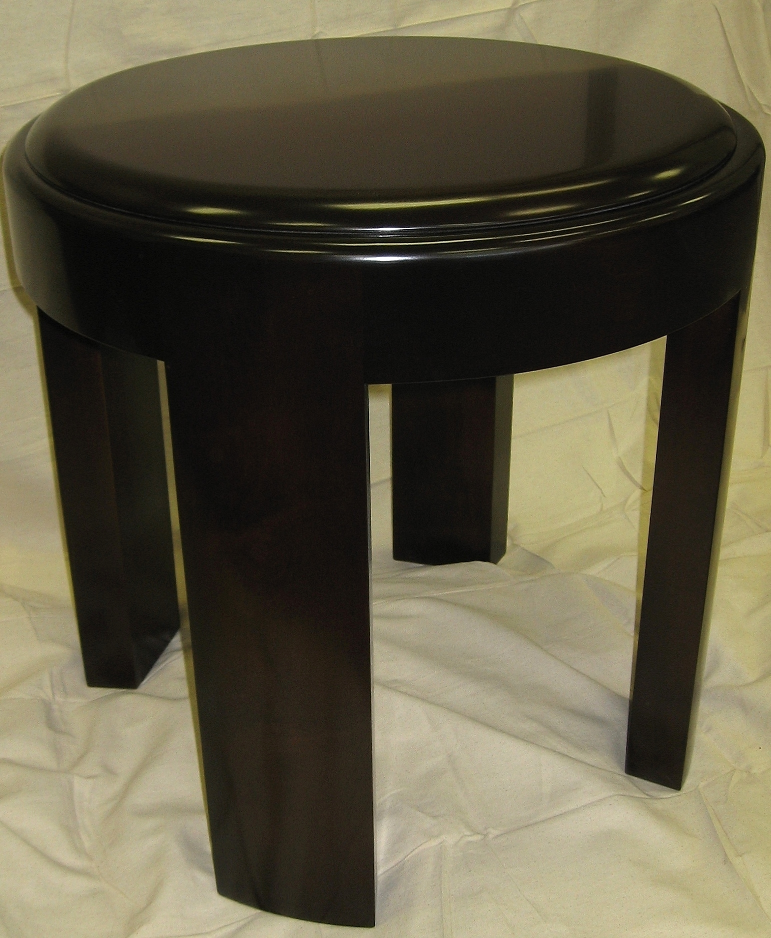 small-traditional-style-round-side-table.JPG
