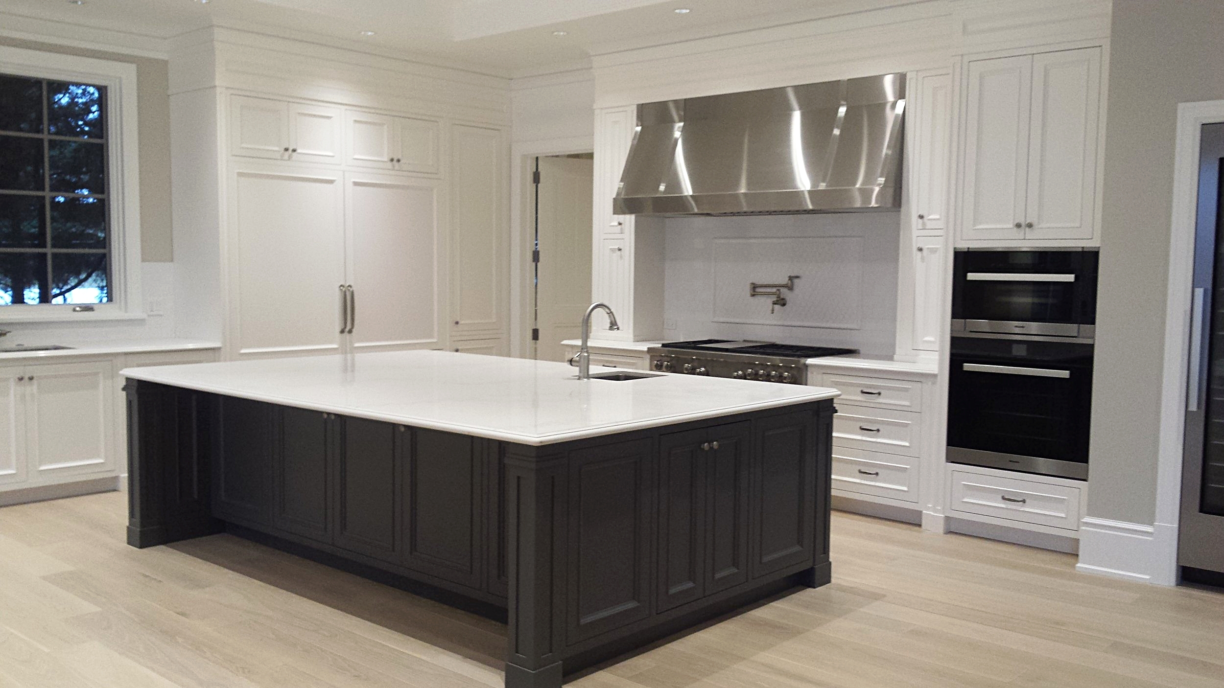 transitional-two-tone-white-and-dark-kitchen-cabinetry.jpg