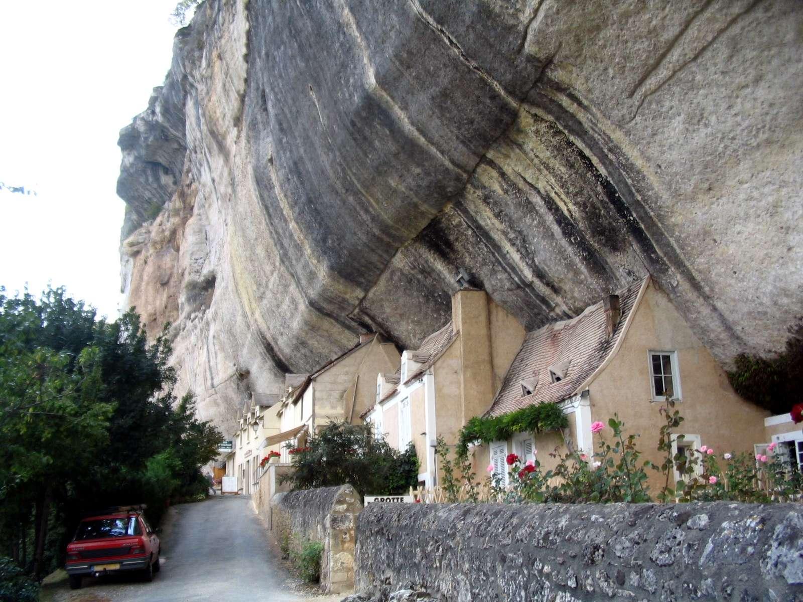 Dordogne - Grotte du grand roc - approaching.jpg