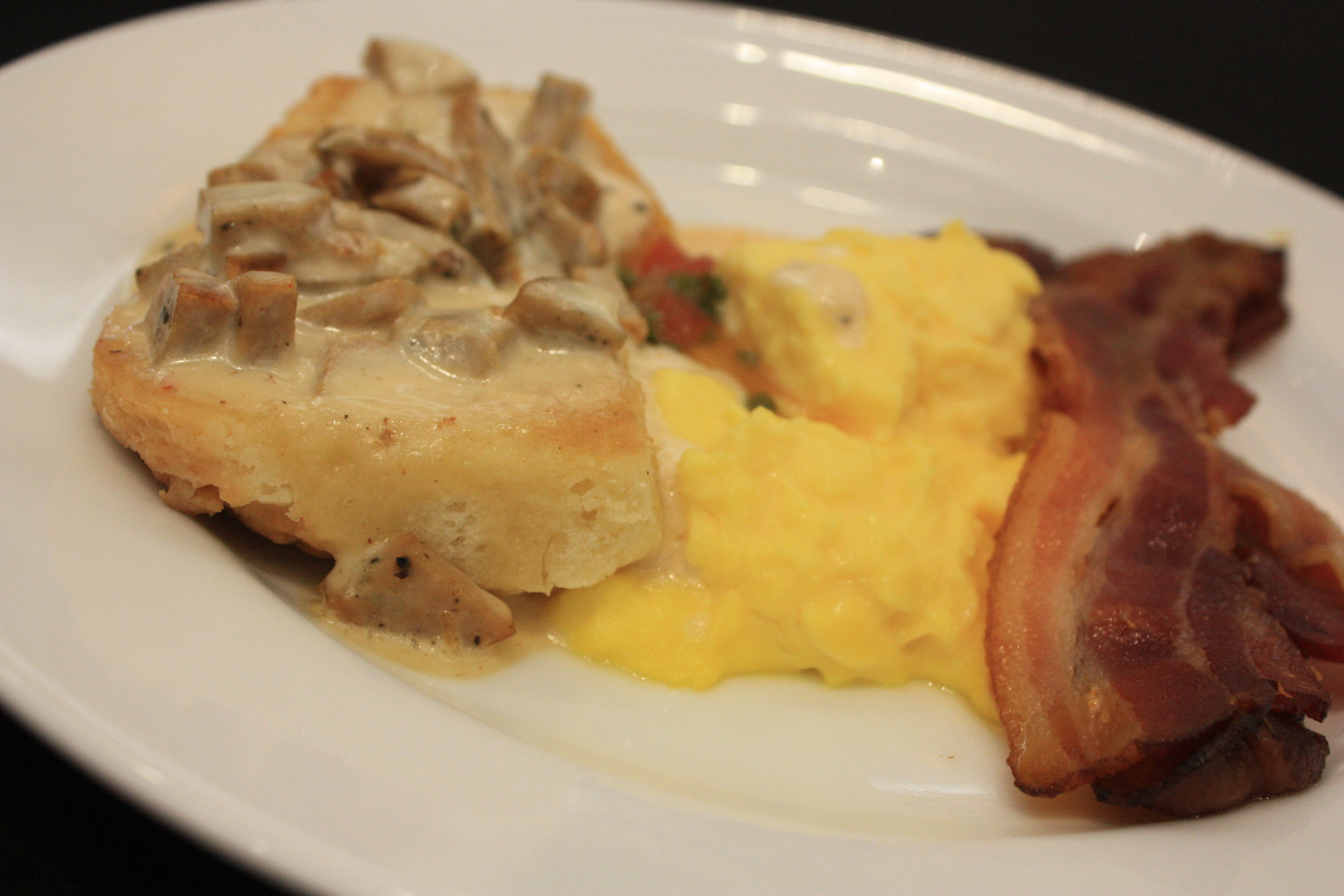 Sausage and gravy, eggs and bacon! Thanks to Dia & Co for sponsoring this Blogger Brunch on Day 2!