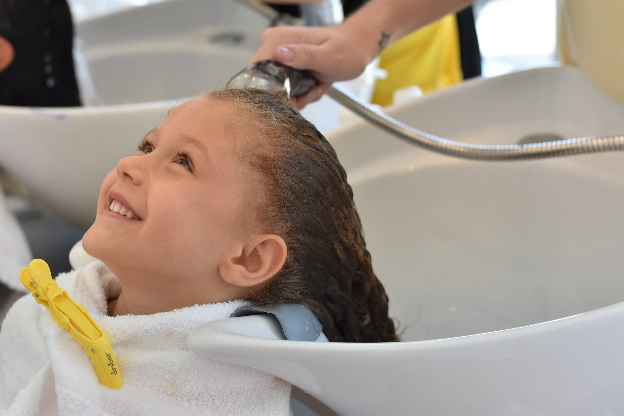 Picture of girl getting her hair shampooed at DryBar salon.