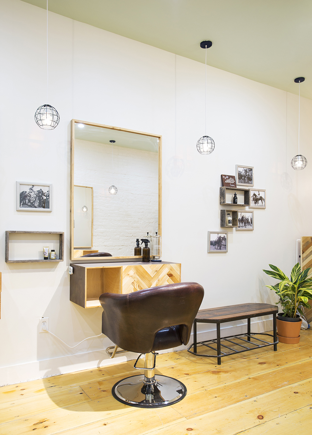 Triple_Crown_Salon_03.jpg