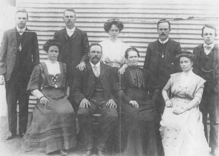robinson family photograph c. 1910 (courtesy of wendy walker).    probable identities: Back row: Leslie Melrose, Hurtle Benjamin, Maud Jane, William Charles, Frederick Jacka. Front row: Ida May, Charles Benjamin, Mary (Lily) Jane, Rose Florence.