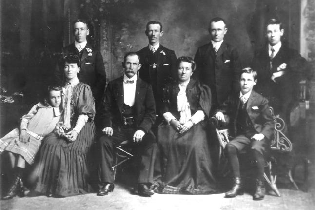 Back: Robert (21), Thomas (27), James (Jim, 25), Henry (Harry, 23). Front: Elizabeth (Bessie, 12), Catherine (28), Thomas Smith (65), Catherine (61), Joseph (Joe, 14).