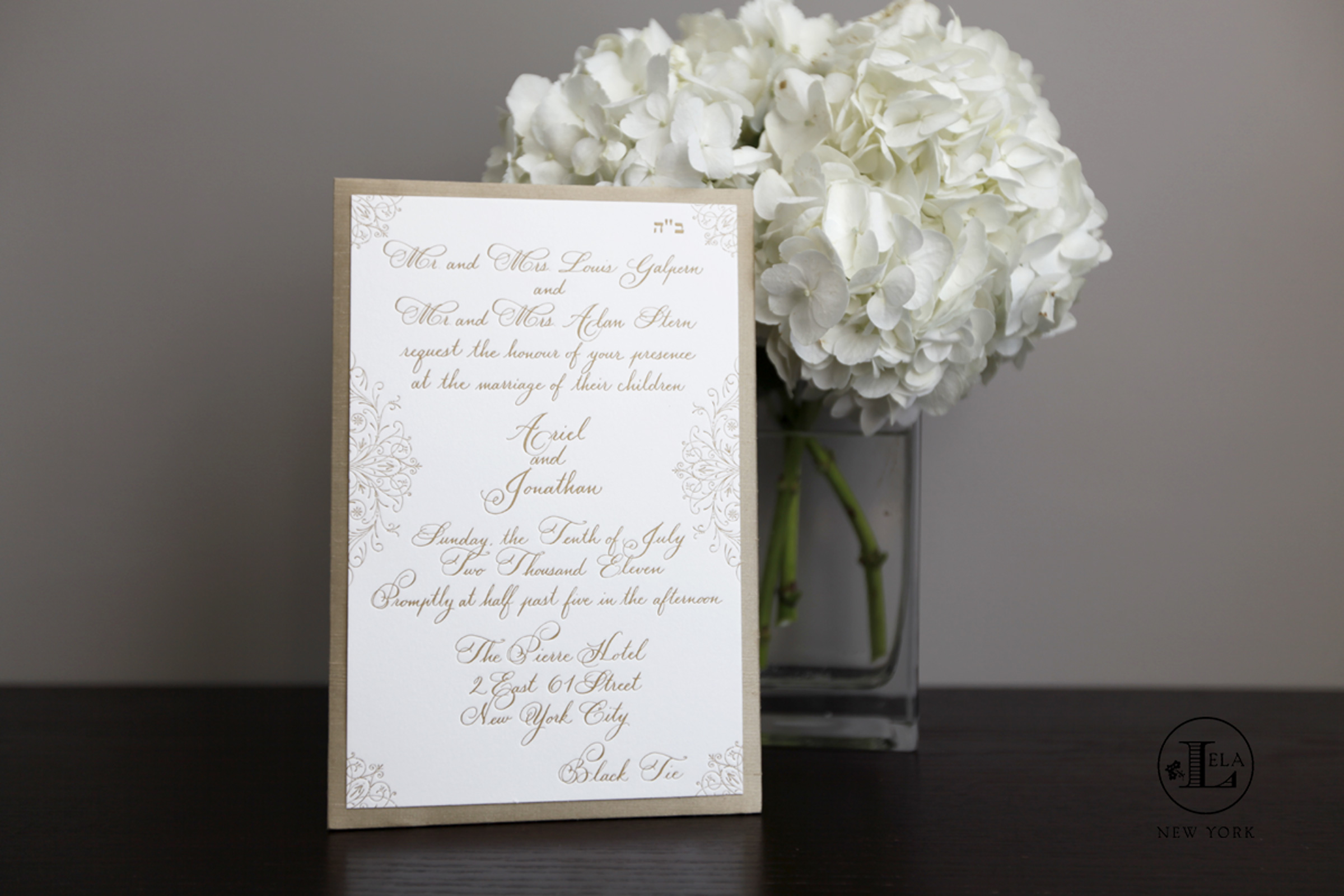 luxuryWeddingInvitation