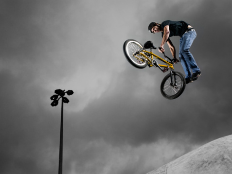Freestyle park riders perform tricks in the air at an arena full of ramps. ©Getty Images