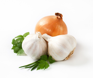 The slaves who built the pyramids in Egypt ate garlic and onions. © Getty images